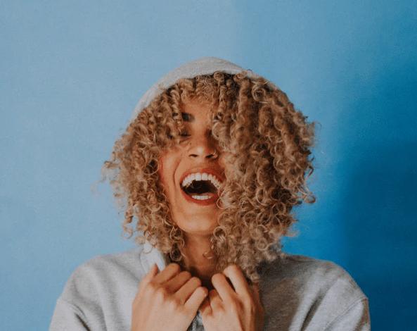 femme vitalité sourire énergie