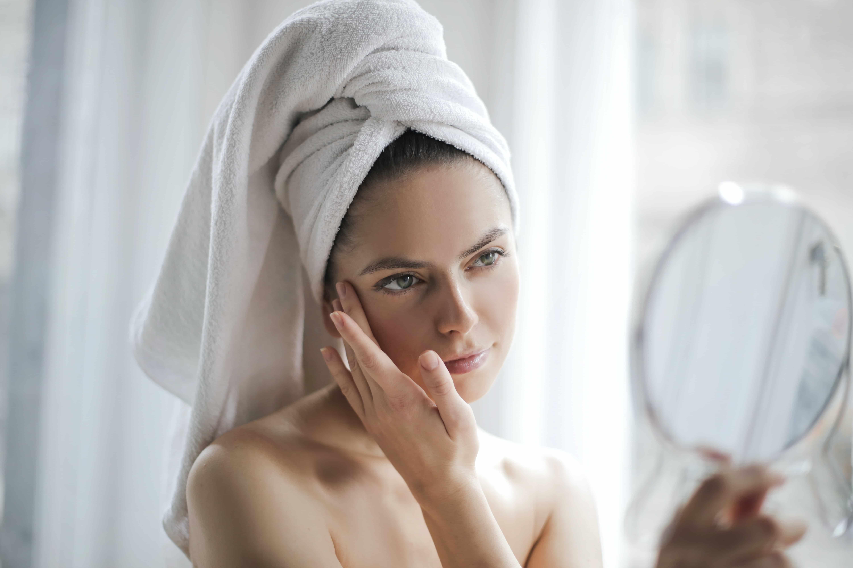 Traiter son acné avant l'été